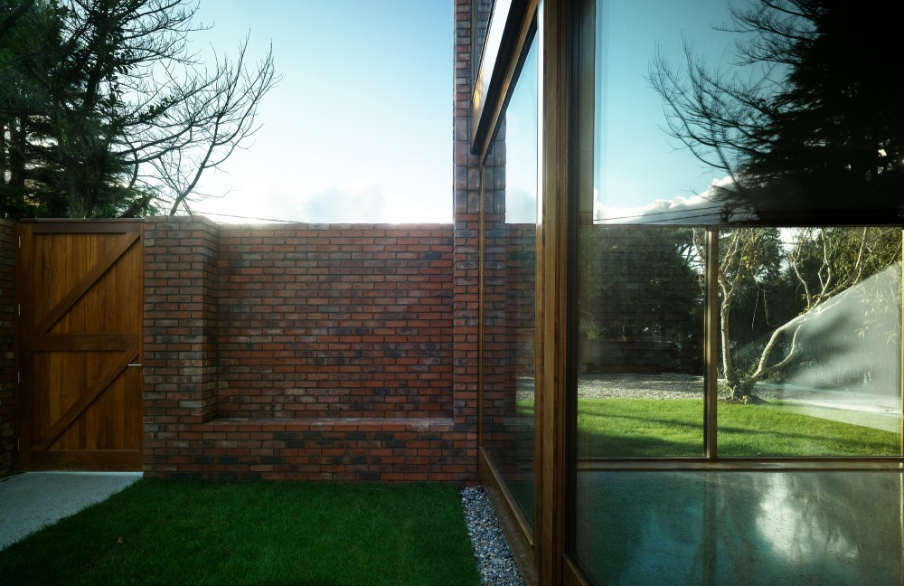 Minimalist Wooden Details as Your Home Inspiration: Courtyard Green Grass Brick Fence Green Environtment Heritage House Design