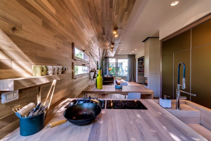 Home Like Ambience Apartment Design With Kitchen Decor
