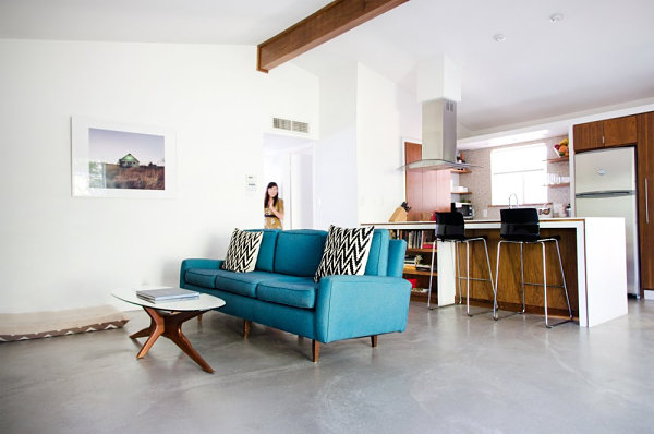 Minimalist Living Room With Retro Touches Simple And Spacy Living Room