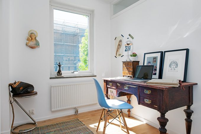 Shabby Furniture In Work Space Decor With Glass Window