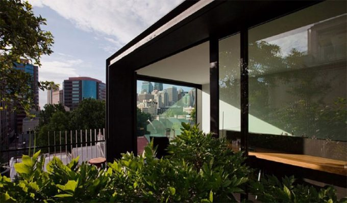 Beautiful Fifth Design With Louge Space And Small Garden