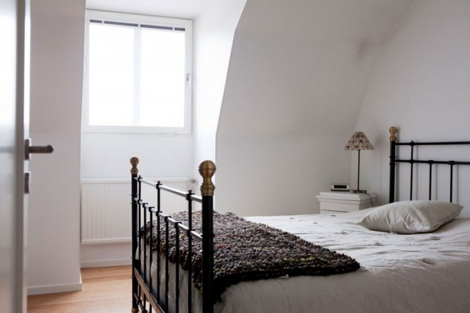 Brite White Bedroom Interior With Classic Bed