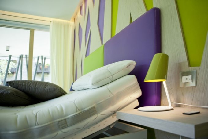 Colorful Wall Design Bedroom With Adjustable Bed