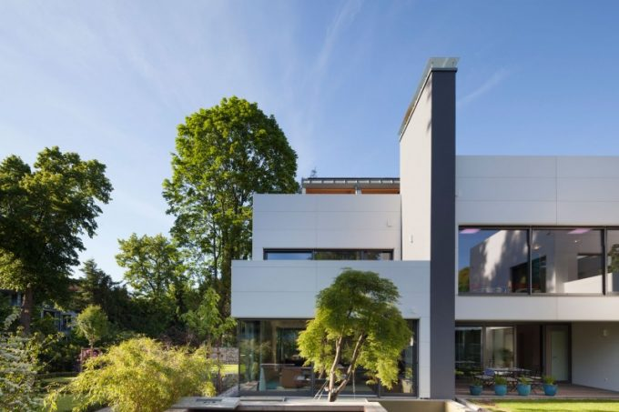 Contemporary Villa With Glass And Concrete Exterior