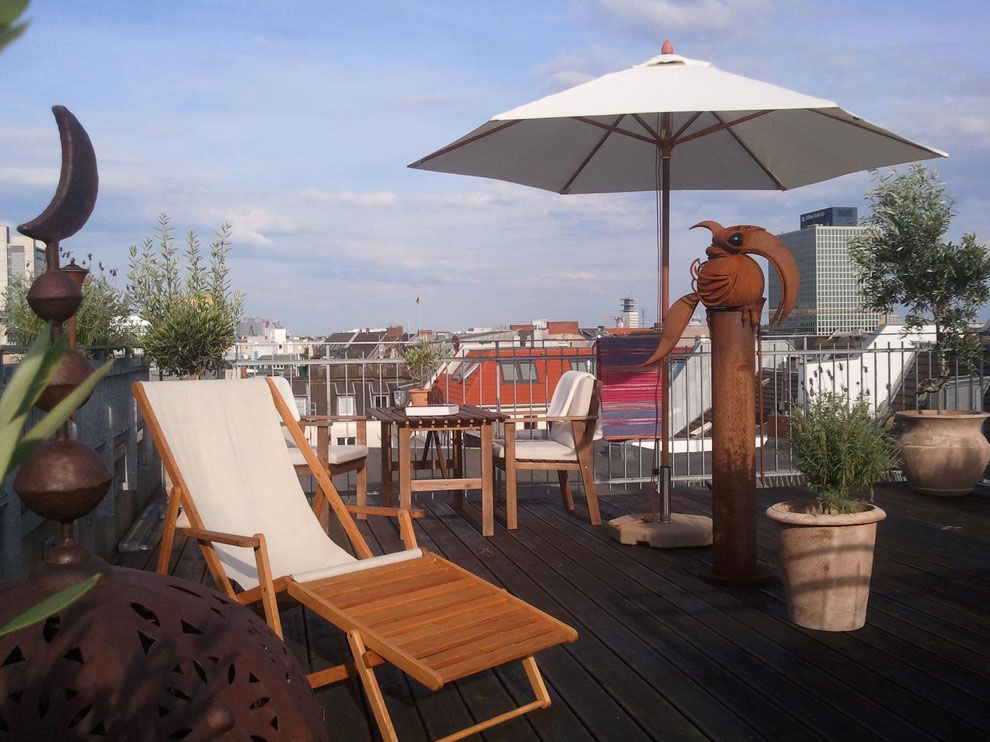 Fabuolus Terrace With Lounge Chair And Big Umbrella Lounge Space Decor