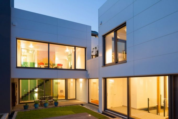 Green Coutyard And Warm Lighting System Berlin Villa Design