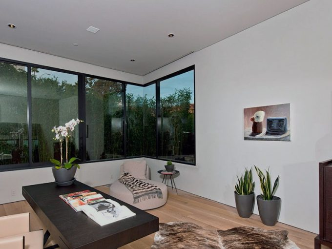 Laarge Glass Windows For Maximum Sun Exposure