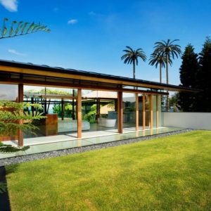 Lovely Luxury House Design With Green Nature Surrounding