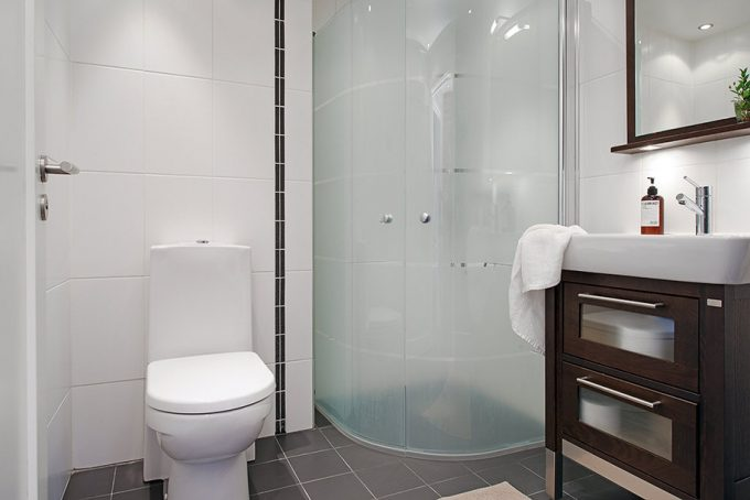 Minimalist Bathroom Design With Small Glass Shower Place