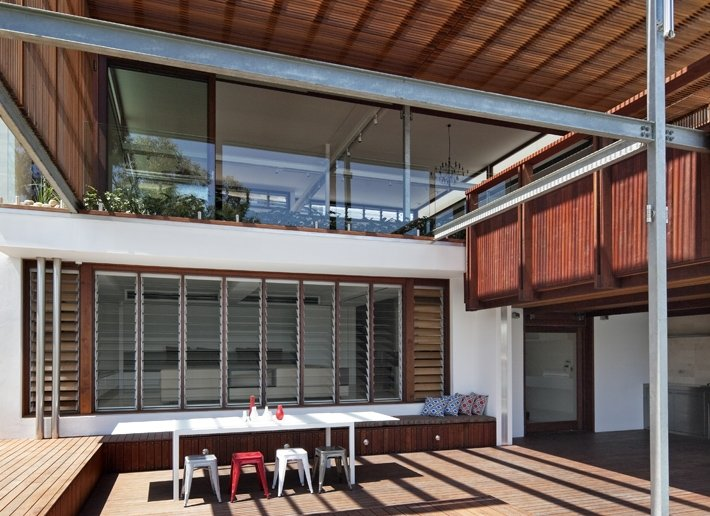 See the Beauty of Sidney Harbour from Multi-Level Home Concept: Outdoor Patio With Eating Table