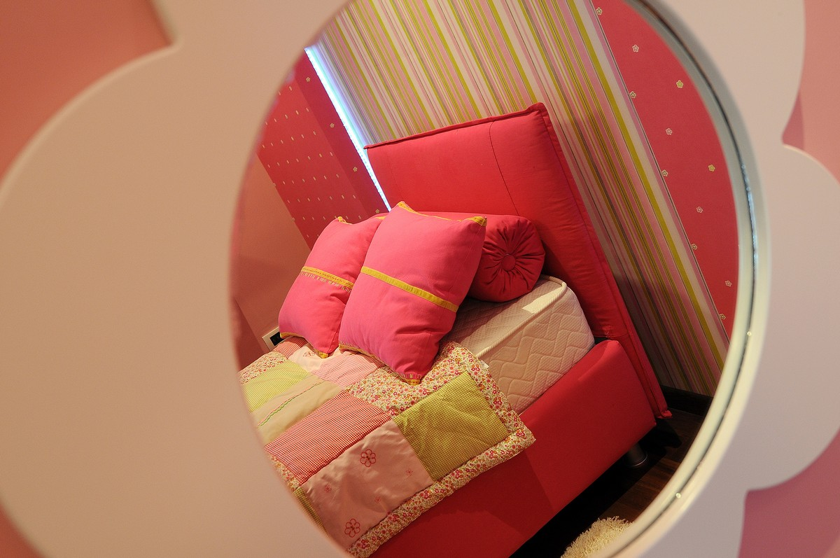Luxurious Penthouse in Modern and Comfort Design: Pink Bed Design With Pink Pillow