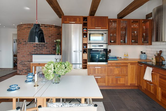 Red Brick Wall High Ceiling With Wooden Beams