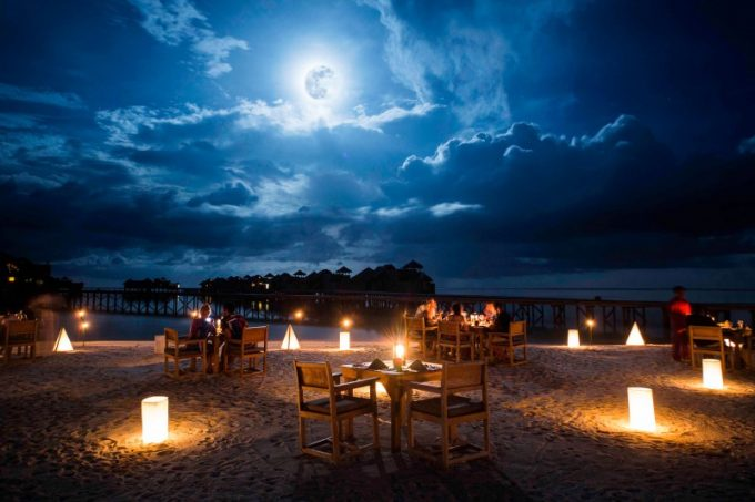Romantic Beach Dining Space Awesome Resort Design