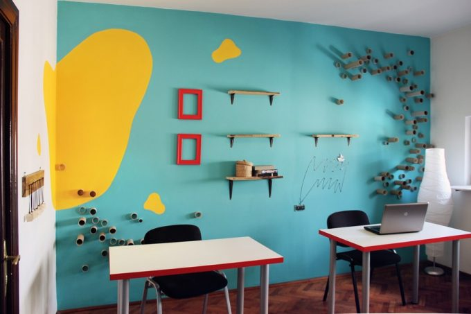 Simple And Colorful Interior Office Decor