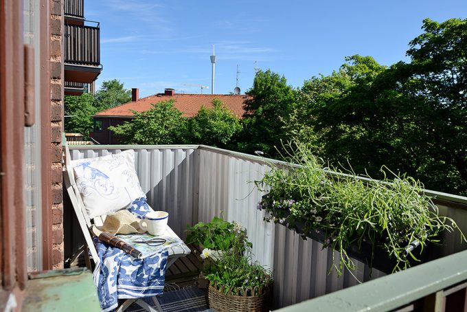 Small Apertment Balcony With Green View Small Apartment Remodeling