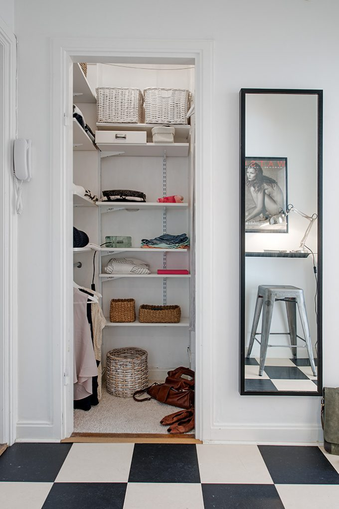 Small Walk In Wardrobe Modern Interior Decor