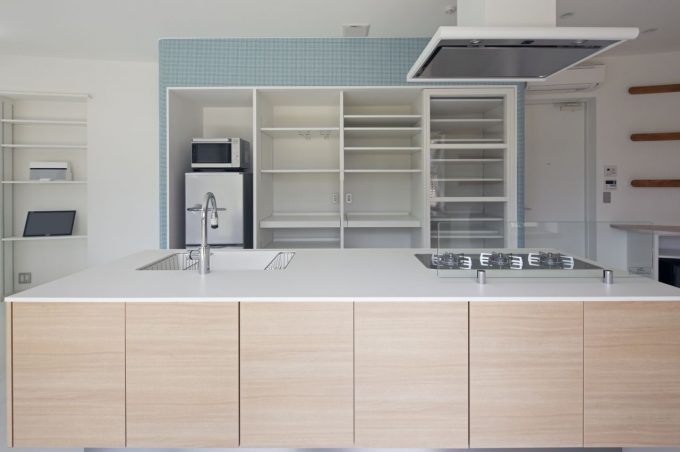 Transparen Clean And Bright Kitchen Cabinet With White Wooden Kitchen Island Modern Kitchen Design