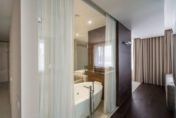 Transparent Glass For Bathroom Wall With White Curtain
