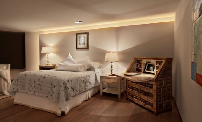 White Comfort Bedroom Design With Stylish Lighting