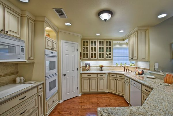 Beautiful Traditional Kitchen With White Trims That Use Corner Space To Perfection