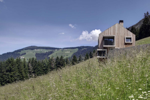 Casati Residence Gabled Wooden Home In Italy Wooden House Design