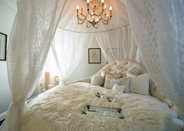 Classic Bedroom With A Charming Circle Bed Setup Amazing Circle Bed Design