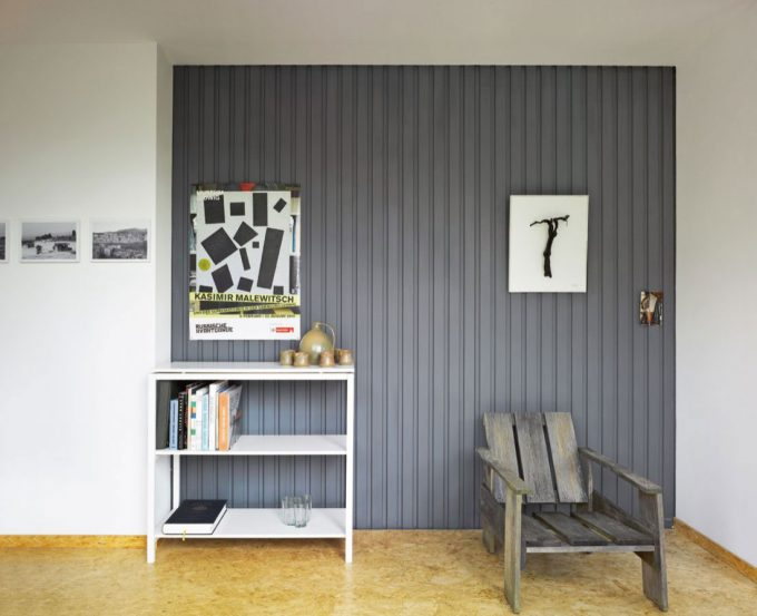 Containerlove Corner With Rustic Chair And Small Furniture