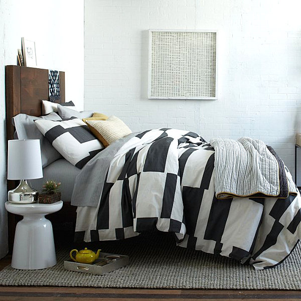 Crisp Striped Bedding With Black And White Color