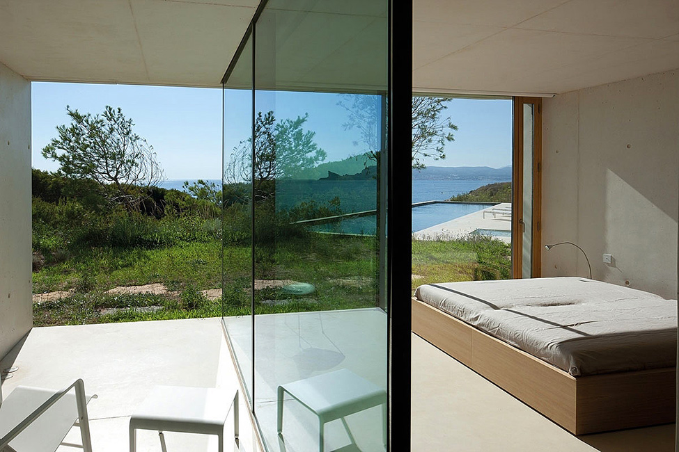 Glass And Green In Minimalsit Bedroom Luxury Holiday House Design
