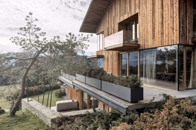 Haus Wiesenhof View Modern Retreat House With Rustic Wooden Design 3 Story Villa With Mountain View