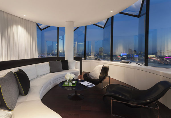 Hotel Me London Amazing Loung Room Design With Large Glass Window And Beautiful London Scenery