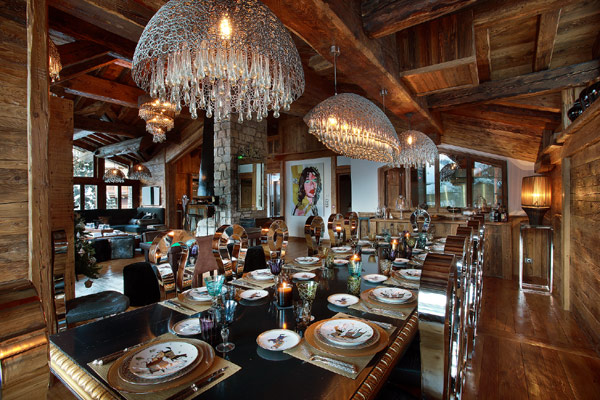 Marco Polo Upper Lounge Provide Romantic Dining Nuance With Classic Furnishing Dining Space