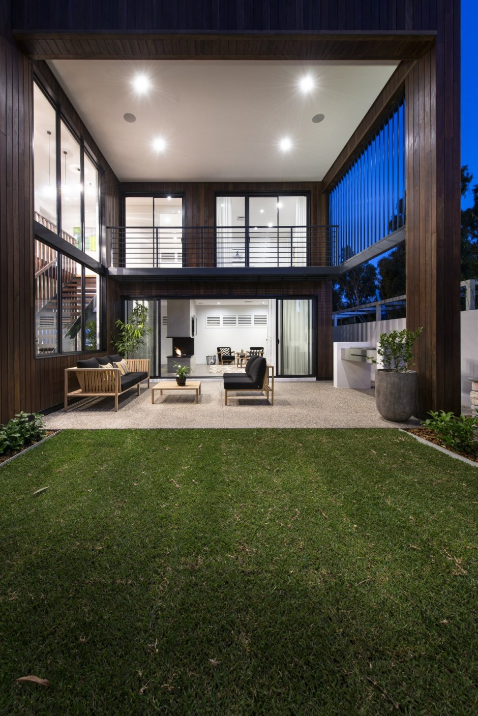 Outdoor Living Room With Green Couryard Design Modern House Design In Perth