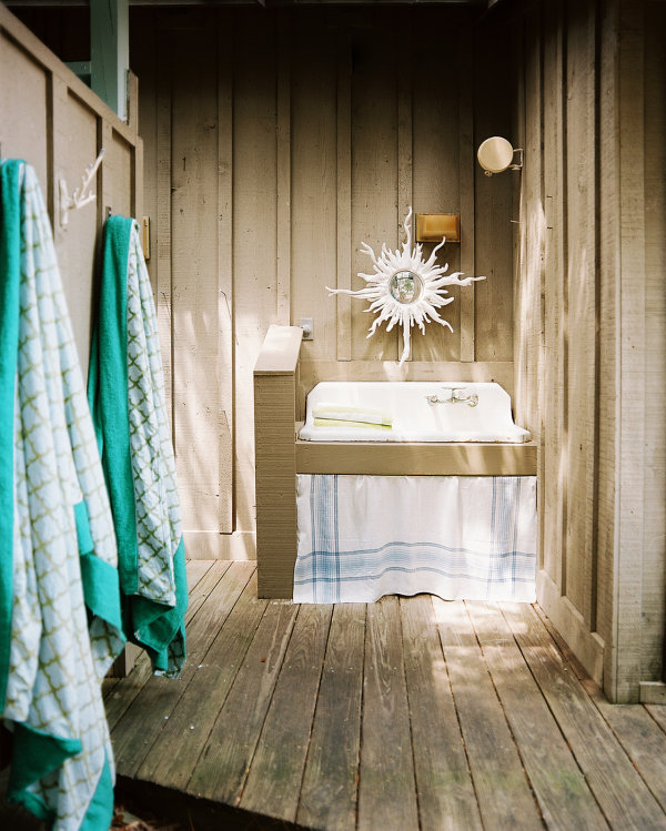 Outdoor Sink In A Beach Bathroom With Rustic Wood Palette Rustic Outdoor Bathroom Designing