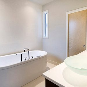 Oval Tub And Glass Sinks Add Interest That's How To Make Clean Look Bathroom