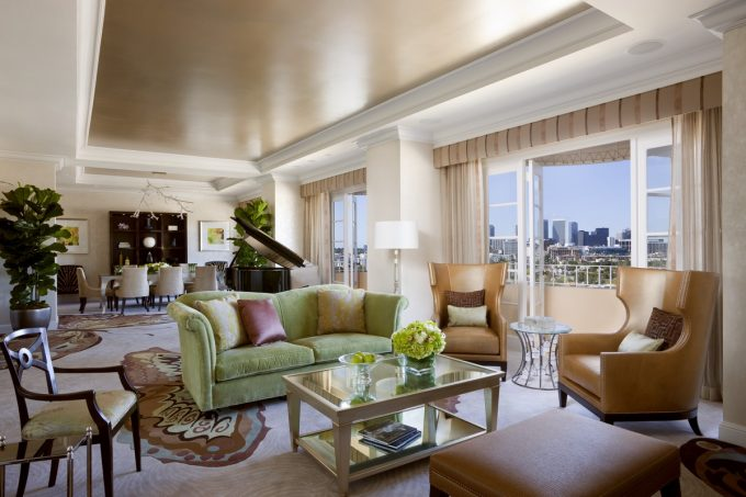 Presidential West Suite Spacy Room Hotel With Stunning Interior Decor And Accessories