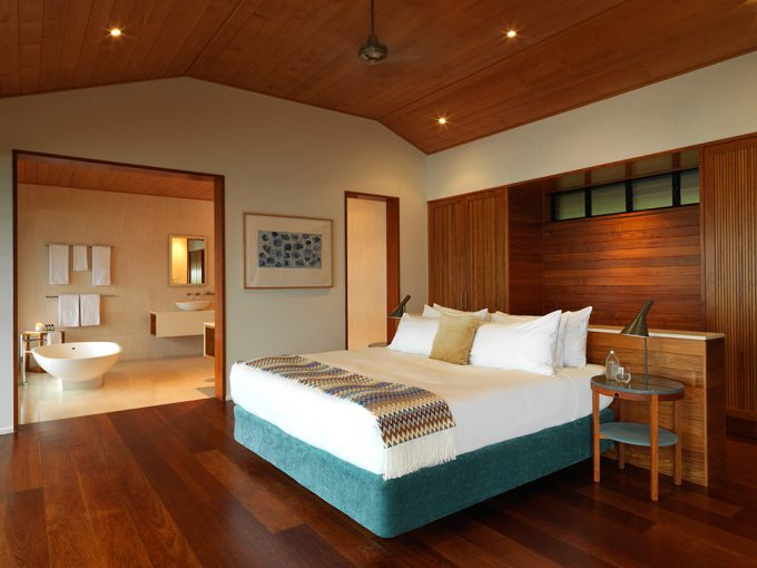 Qualia Resort Modern Wooden Bedroom With Modern Furniture For Comfortable Service Inspiring Resort In Australia
