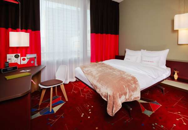 Red Room Design Bedroom With Contrast Color Interior Hotel Bedroom Design