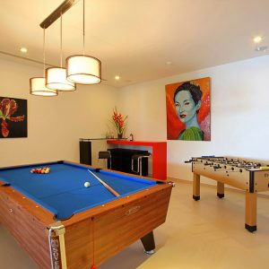 Villa Padma Relaxing Lounge Space With Billiard Table