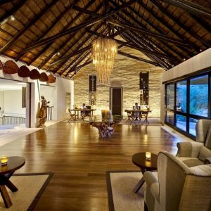 Amazing Lounge Room With African House Interior Decor