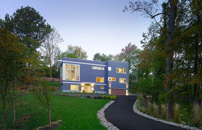 Beautiful 3 Story House Design In Ohio With Lush Vegetation Surrounding