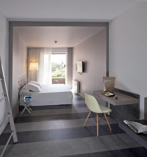 Chic And Basic Hotel Warm Comfort Bedroom Decor Barcelona Hotel