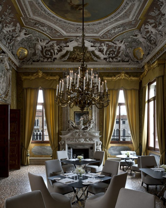 Classic Chandelier Hotel Dining Room Design