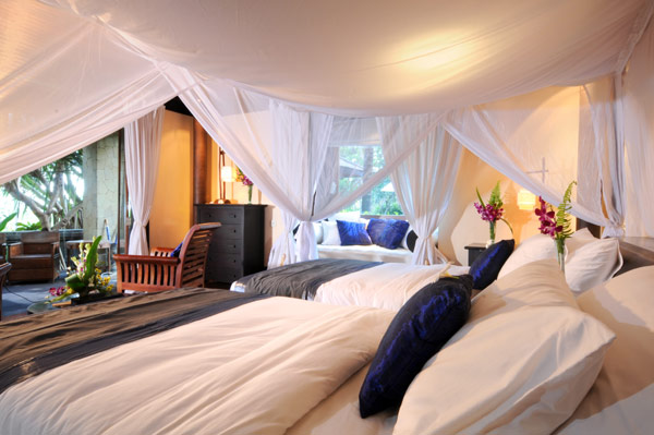 Cozy Large Bedroom Design With Doble Bed Decor Villa Kacang Bed Decor With White Mosquito Net
