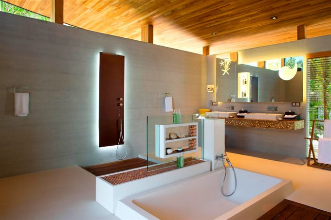 Extraordinary Bathroomdesign With Spacy Design And Relaxing White Furnishing