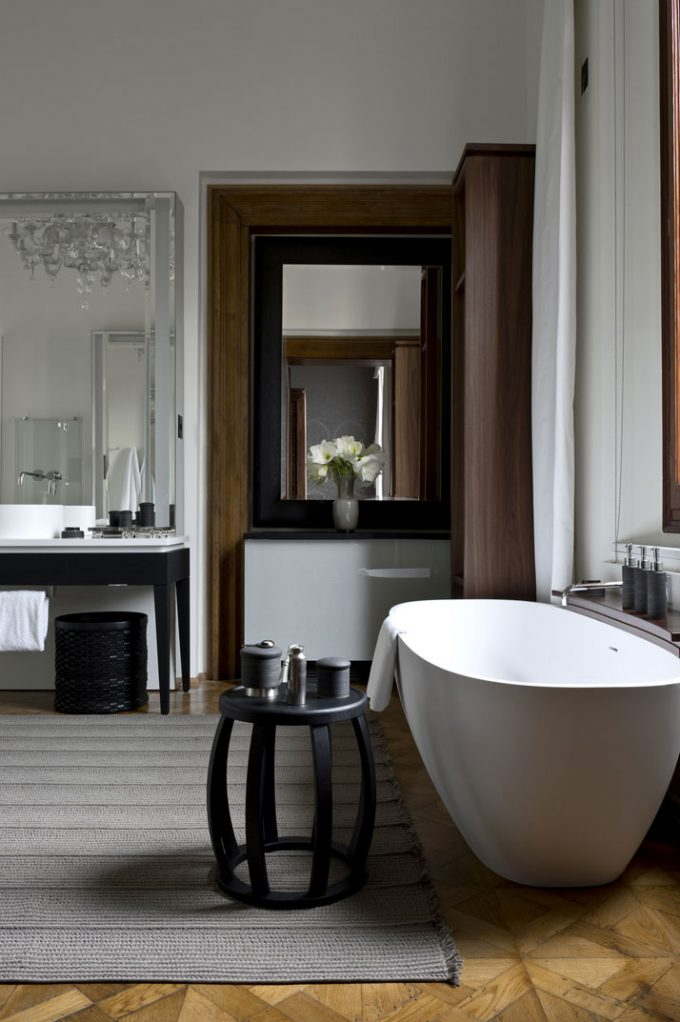 Large Bathroom With Spacy Design And Luxury Touch