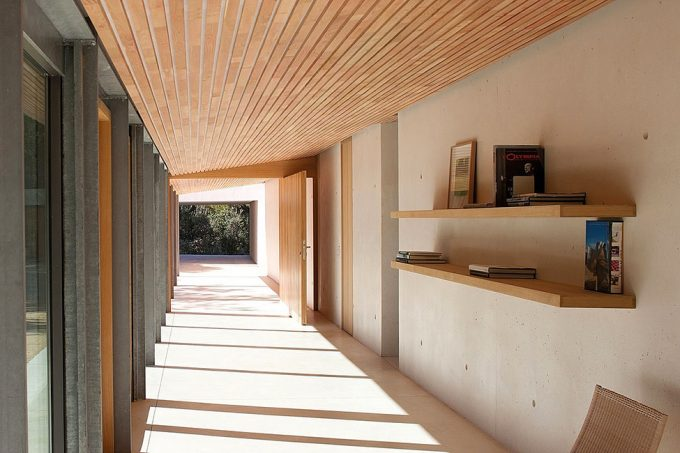 Lovely Corridor Design With Maximum Sunlight Exposure From The Glass Window