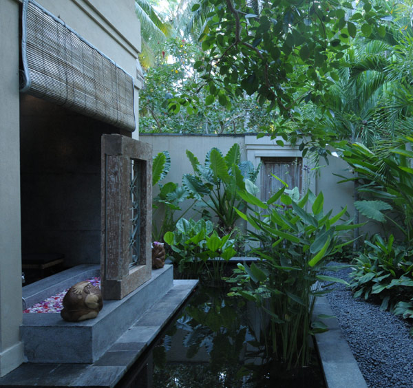 Modern Traditional Bathroom With Outdoor Jacuzzi And Open Space Design