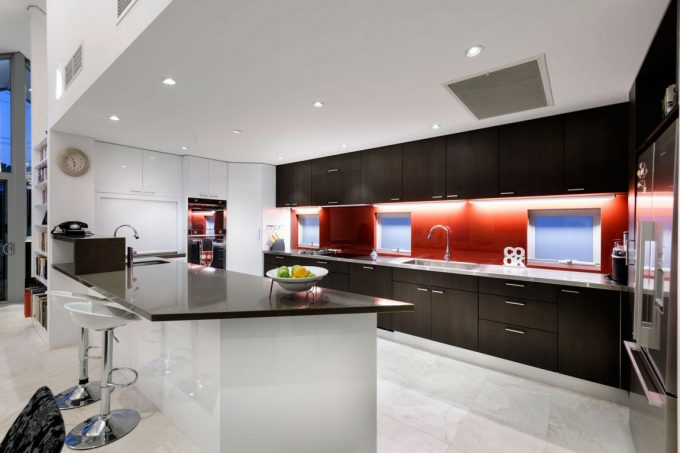 Neat White And Gloss Kitchen Design Modern House Design Inspiration