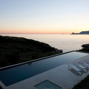 Relaxing And Lovely View Beautiful Retreat House Design Inspiration
